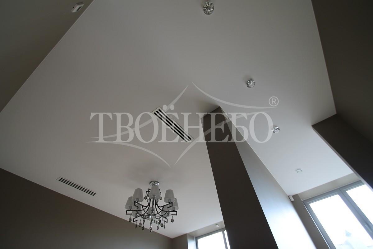 одноуровневый потолок в спальне фото